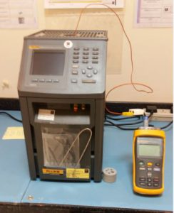 Fluke metrology well with Fluke 1524 digtilal thermometer
