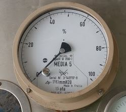 A sample differential pressure gauge (SAMSON) used as a level gauge