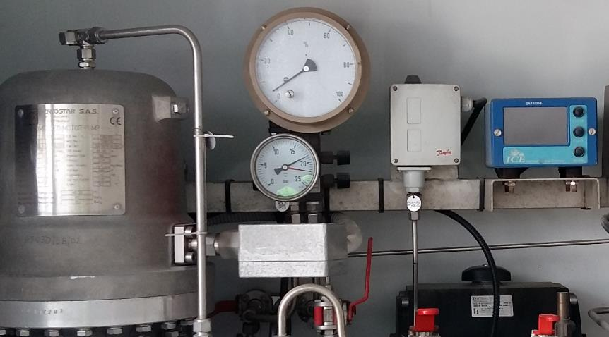Storage Tanker with Differential Pressure Level Gauge