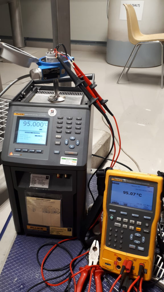 Fluke Metrology Well and Process Calibrator for actual temperature simulation and display of RTD sensor.